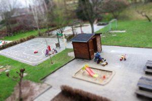 Der Außenspielbereich mit Verkehrsgarten